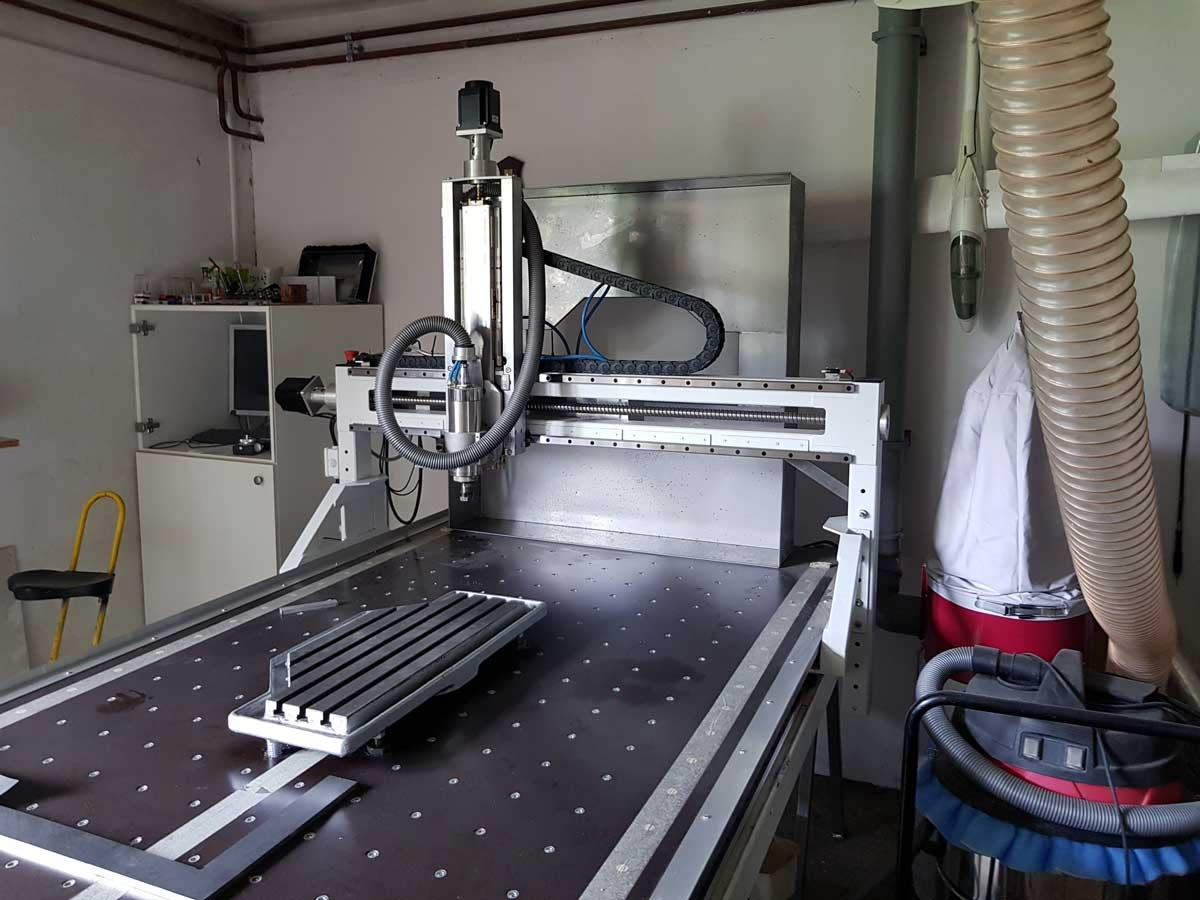 CNC mill with a working surface of 3x1.4x0.45 m