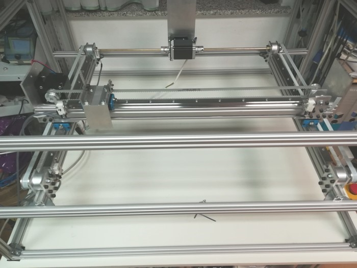 Construction with mounted guides for X and Y axis