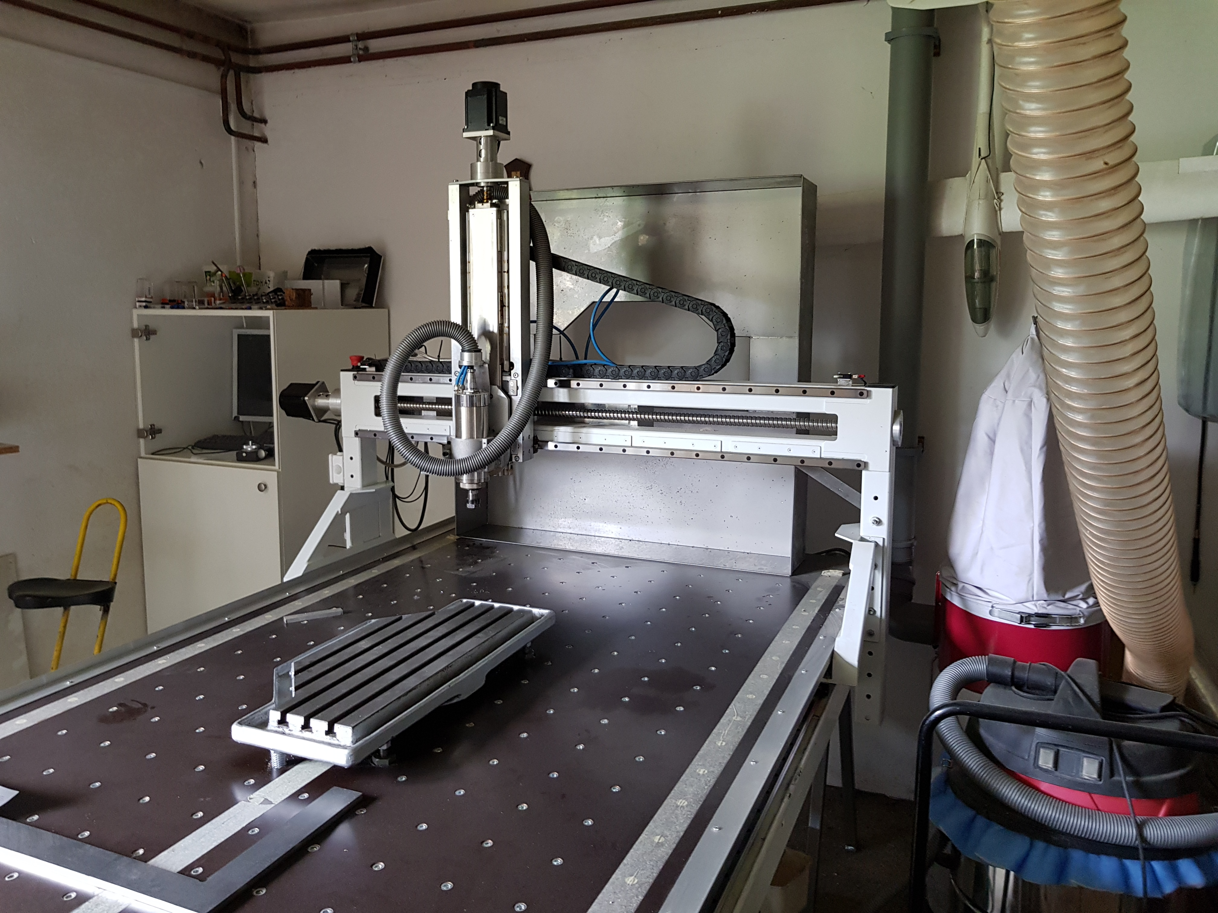 CNC mill linear guides and ball screws